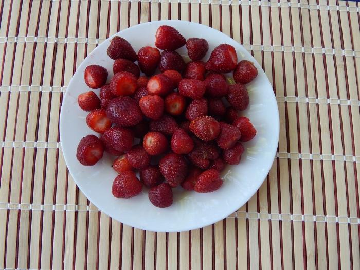 Варенье из клубники без варки на зиму рецепт с фото - шаг 1