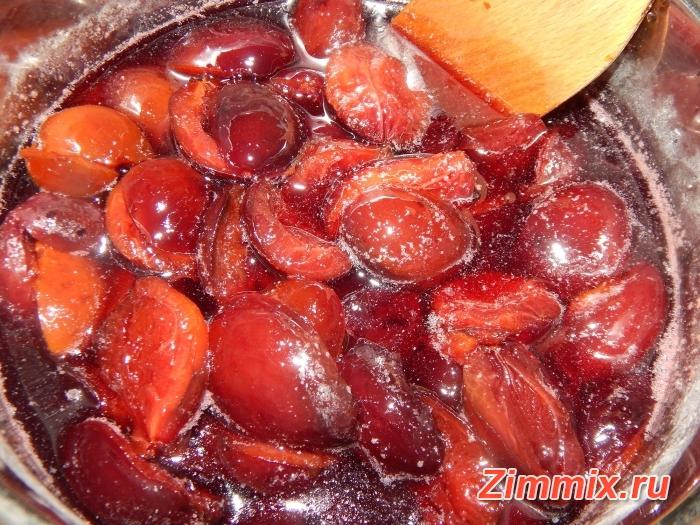 Варенье из сливы угорки с грецкими орехами на зиму - шаг 12