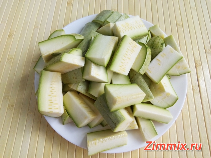 Кабачковая икра с зеленью и помидорами на зиму - шаг 2