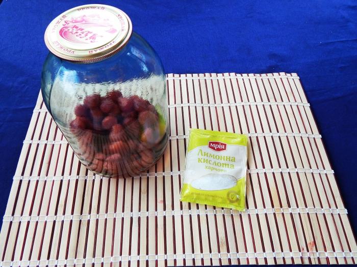 Компот из клубники с лимонной кислотой без стерилизации - шаг 5