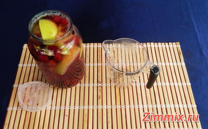 Компот из малины, смородины и яблок на зиму - шаг 2