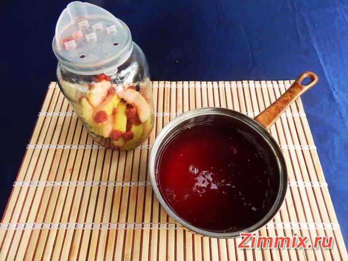 Компот из малины, смородины и яблок на зиму - шаг 4