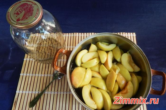 Компот из яблок с ванилью и гвоздикой на зиму - шаг 6