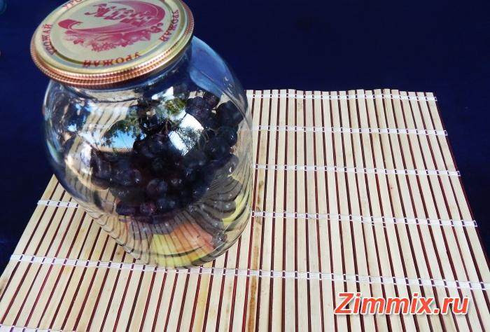 Яблочный компот с виноградом на зиму - шаг 3