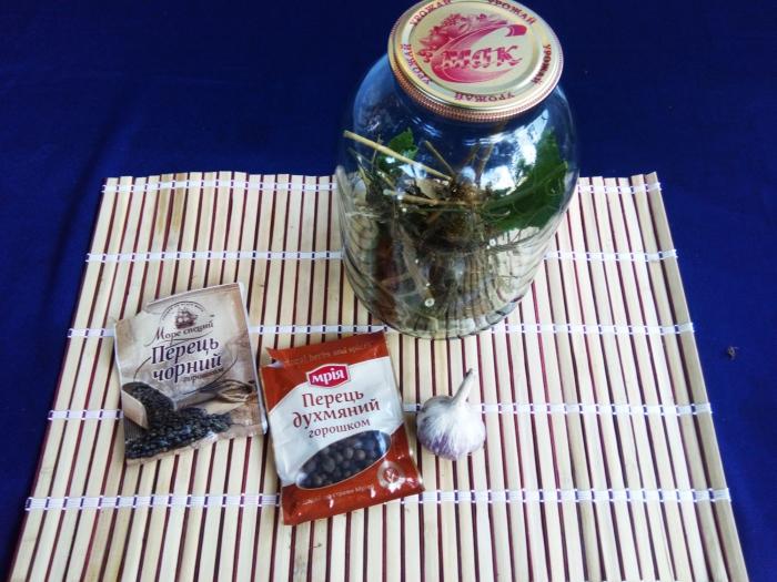 Маринованные огурцы на зиму с уксусом рецепт с фото - шаг 1