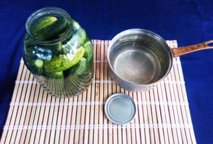 Маринованные огурцы на зиму с уксусом рецепт с фото - шаг 3