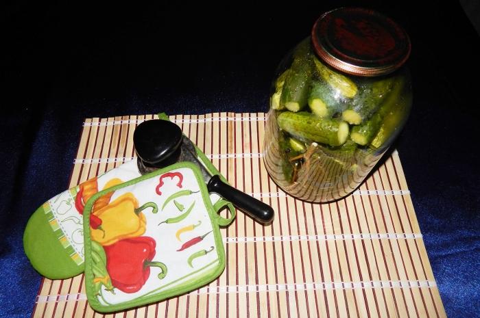 Маринованные огурцы на зиму с уксусом рецепт с фото - шаг 6