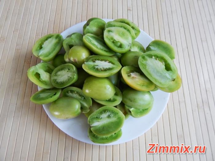 Маринованные зелёные помидоры на зиму с зеленью и чесноком  - шаг 1