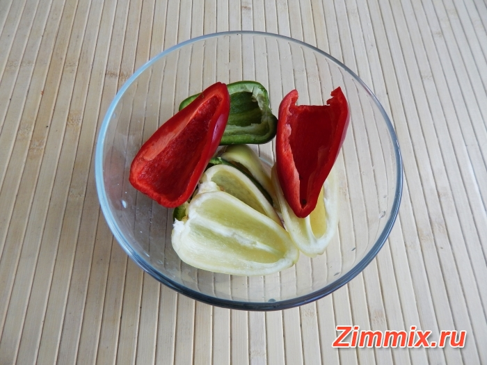 Маринованные зелёные помидоры на зиму с зеленью и чесноком  - шаг 2