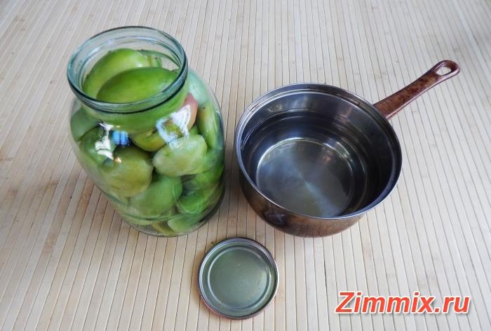 Маринованные зелёные помидоры на зиму с зеленью и чесноком  - шаг 6
