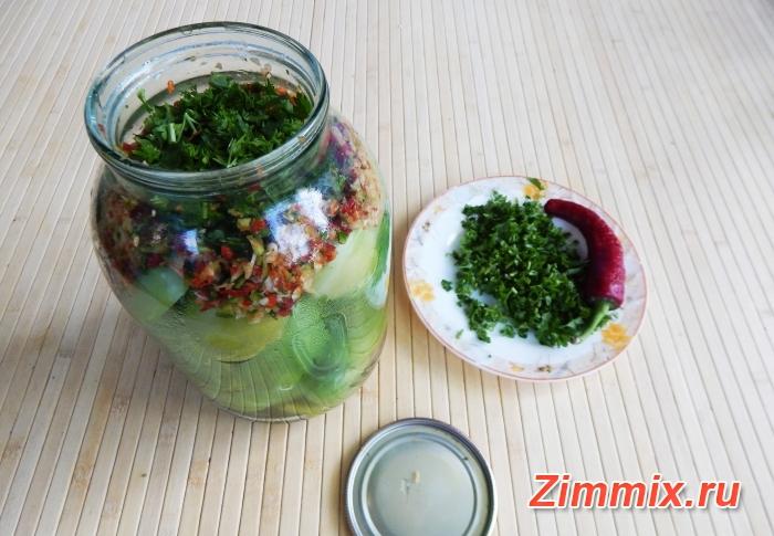 Маринованные зелёные помидоры на зиму с зеленью и чесноком  - шаг 9