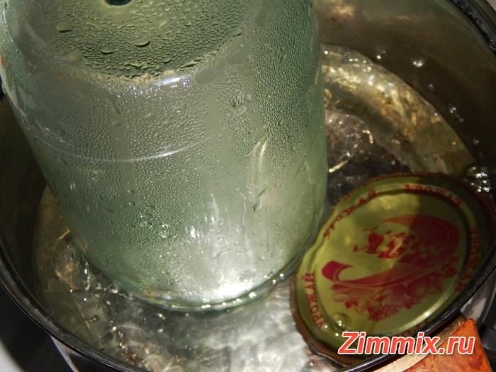 Помидоры в собственном соку на зиму рецепт с фото - шаг 1