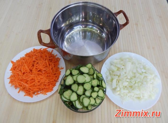 Салат из огурцов, помидор и моркови на зиму - шаг 5