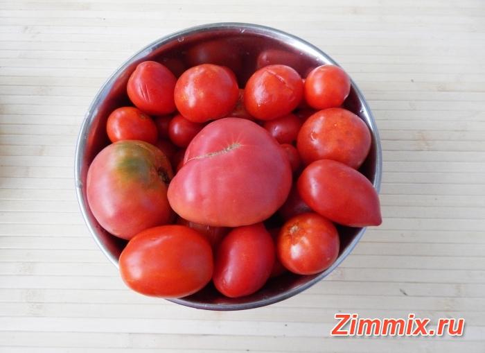 Салат из баклажанов, салатного перца и помидор на зиму  - шаг 1