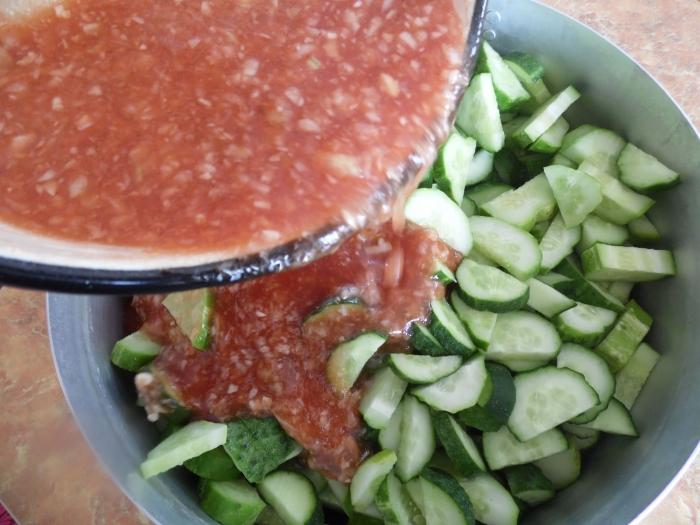 Салат из огурцов и краснодарского соуса на зиму - шаг 4