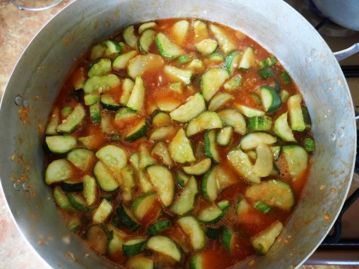 Салат из огурцов и краснодарского соуса на зиму - шаг 6