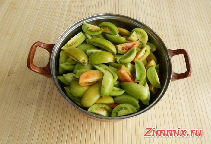 Салат из зелёных помидор дольками на зиму  - шаг 2